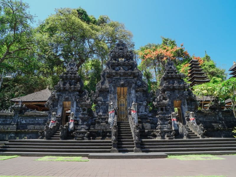 Pura Goa Lawah Temple, Bat Cave Bali Entrance Fee & Dress Code (1)